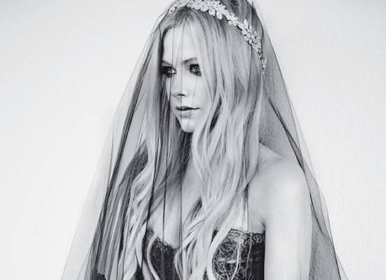 Avril Lavigne Matrimonio In Nero : Avril lavigne sposa in nero stilopolis