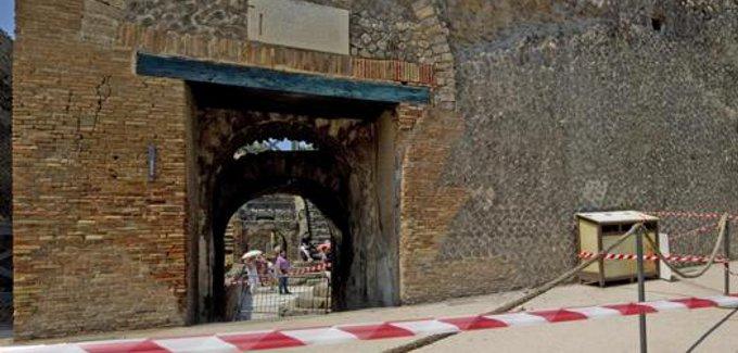 Continuano I Crolli Agli Scavi Di Pompei Stilopolis