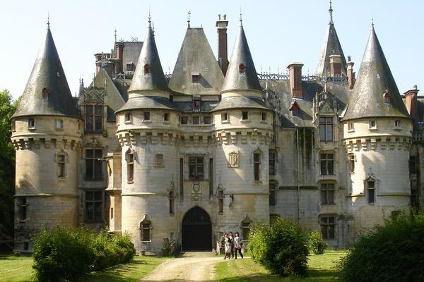 Uno storico castello francese che costa meno di un attico for Disegni di casa chateau francese