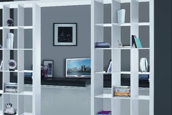 Una libreria per parete stilopolis for Scaffali a parete
