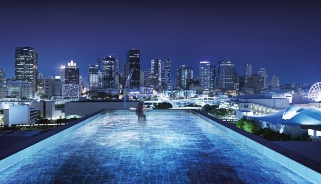 La piscina sospesa tra due grattacieli stilopolis for Piani di casa di 1250 piedi quadrati