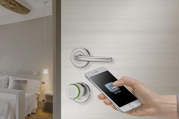 Per aprire la porta di casa si usa il cellulare stilopolis for Aprire case di concetto